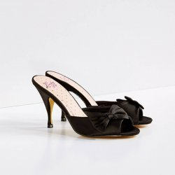 Pumps svart satin